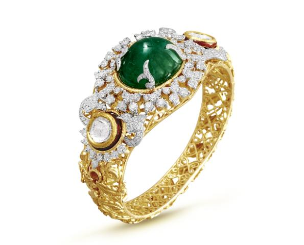 Make a luxurious investment this Gudi Padwa with a tradional Zig Zag Gold bracelet embellishe​d with a Zambian Emerald