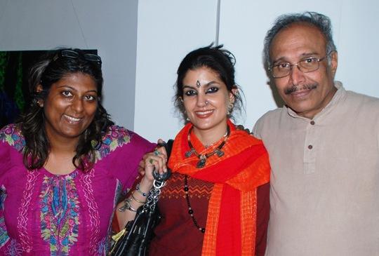 Vinay Pathak at Varsha Vyas-Neeta Pathare art exhibition at Nehru Centre Art Gallery !