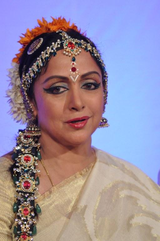 Ram Navami celebrations with Hema Malini at Iskcon,Juhu EVENT DETAILS & PICS