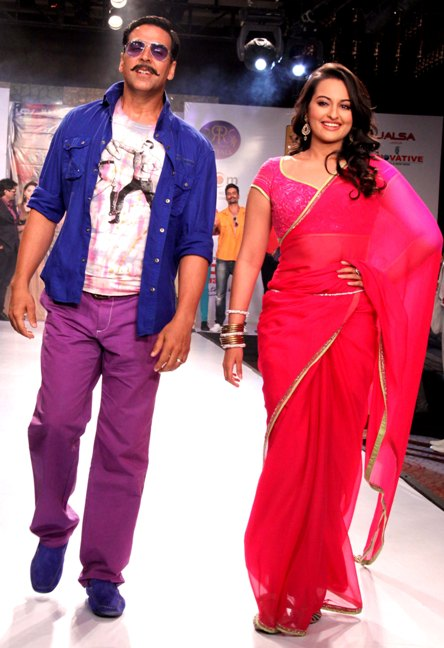 Akshay Kumar and Sonakshi Sinha came on final day of Rajasthan Fashion week at Jaipur Marriott