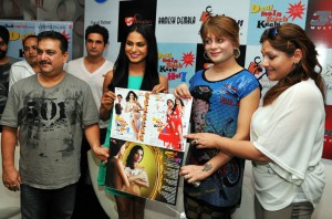 Veena Malik went to promote her film Daal me kuch kaala hai in Banglore