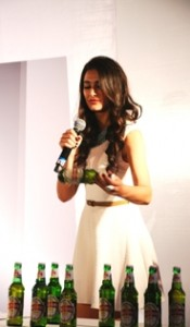 Nargis Fakhri opens draw stall for Kingfisher Derby, 2012 | 25th Anniversary