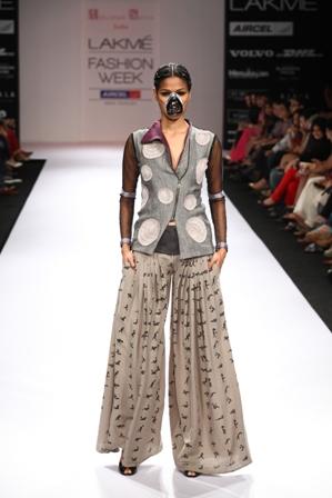 Abhishek Dutta, Shyamal and Bhumika Shodhan gave their Creations a New Style Statement at Lakmé Fashion Week Winter/Festive 2012