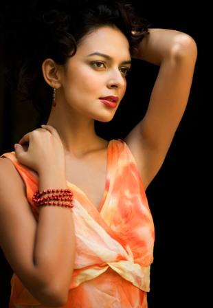 Kangna-Deepika comparisons hound newcomer Bidita Bag!