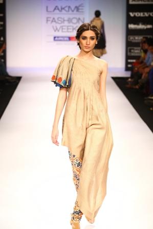 Debarun Mukherjee and Vaishali Shadangule Created Fusion Collections at Lakmé Fashion Week Winter/Festive 2012