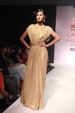 Ritika Bharwani and Karishma Shahani Khan Made a Great Fashion Impact during Usha Talent Box Show at Lakmé Fashion Week Winter/Festive 2012