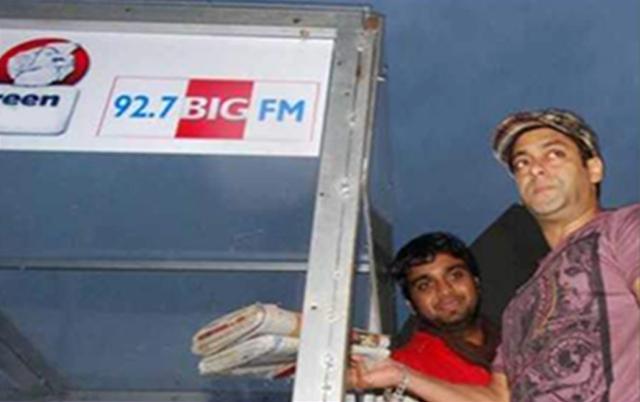 Salman Khan donates newspapers for the BIG Green Ganesha Campaign