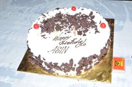 Asin's  Birthday is celebrated On the sets of Khiladi 786,  venue:Filmcity