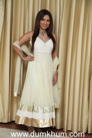 POOJA SWEEPS DELHI OFF ITS FEET IN GORGEOUS WHITE ANARKALI DRESS !