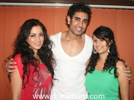Celebrities enjoy till dawn at Rohin Robert's birthday party