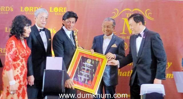 SRK HONOURED WITH THE BRANDLAUREATE LEGENDARY AWARD