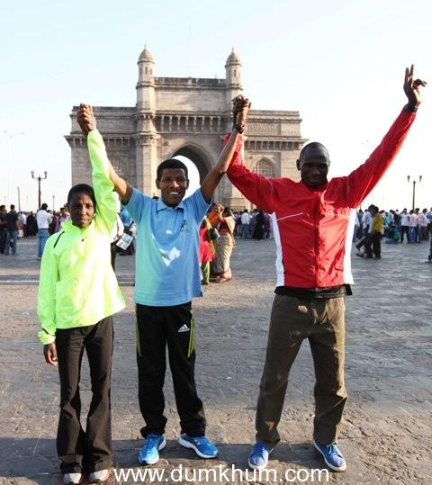 SCMM 2013- Haile Gebrasallasie with the winners of the Standard Chartered Mumbai Marathon at Gateway of India