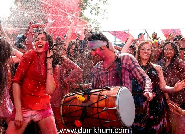 Ranbir – Deepika play Holi in Advance!