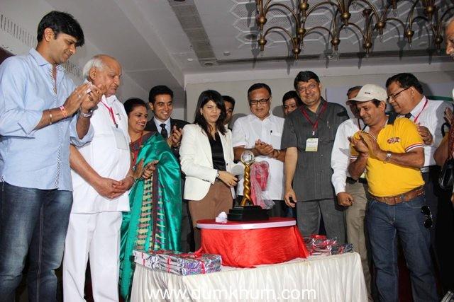THE MEDSCAPEINDIA  NATIONAL  AWARDS 2013  Trophy Unveiled at Mumbai
