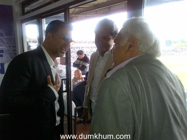 Akshay Kumar meets Farokh Engineer at the India-Pak match in Birmingham