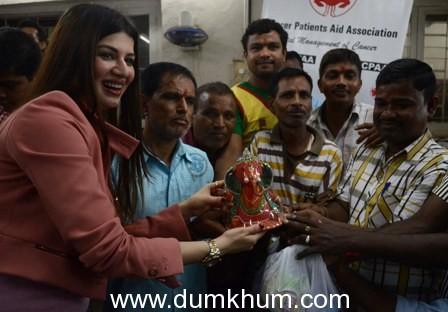Kainaat Arora celebrating Raksha Bandhan with cancer patients in Mumbai