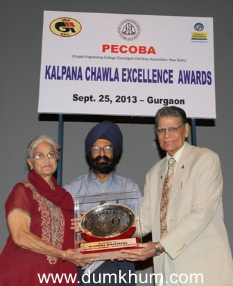 Veteran Film Actress Kamini Kaushal conferred Kalpana Chawla Excellence Award by Kalpana Chawla's father BL Chawla