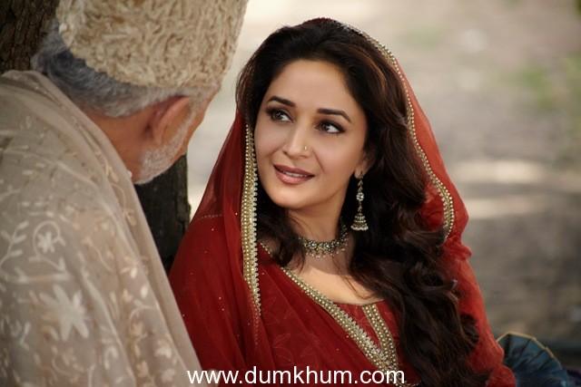 Madhuri Dixit First Look picture- Dedh ishqiya