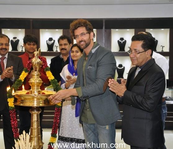 ~Superstar Hrithik Roshan inaugurated two Joyalukkas showrooms in Mulund & Vashi !