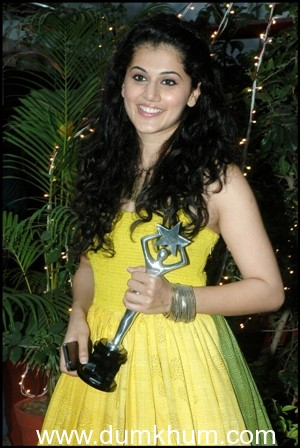 Taapsee Pannu wins the most 'Enthusiastic Performer-Female' Award at Edison Awards 2014