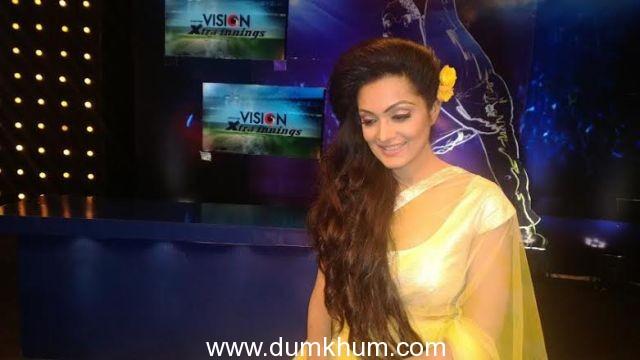 Gorgeous Sheena Chohan in HARSH HARSH yellow net saree