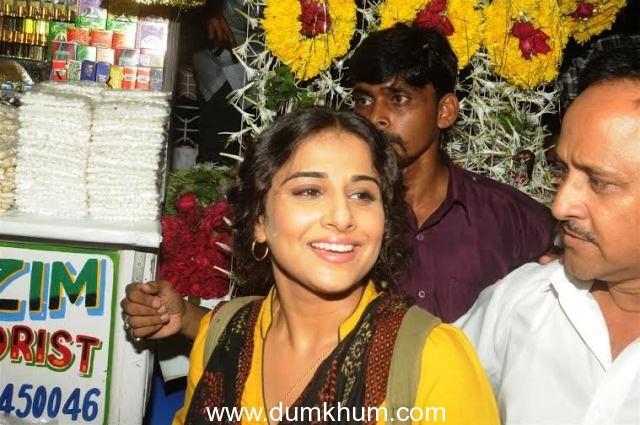 Vidya Balan visits Mahim Dargha