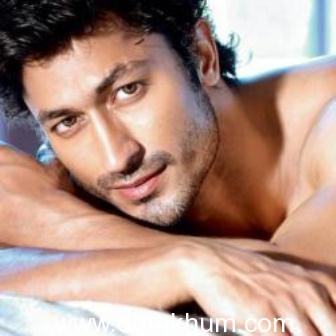 Vidyut Jammwal sends a heartfelt message to all the stuntmen & their mothers
