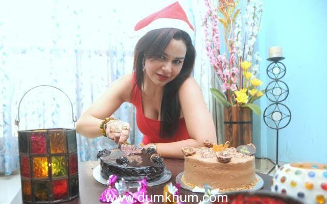 Actress Kavita Verma celebrates a Cakeful Christmas