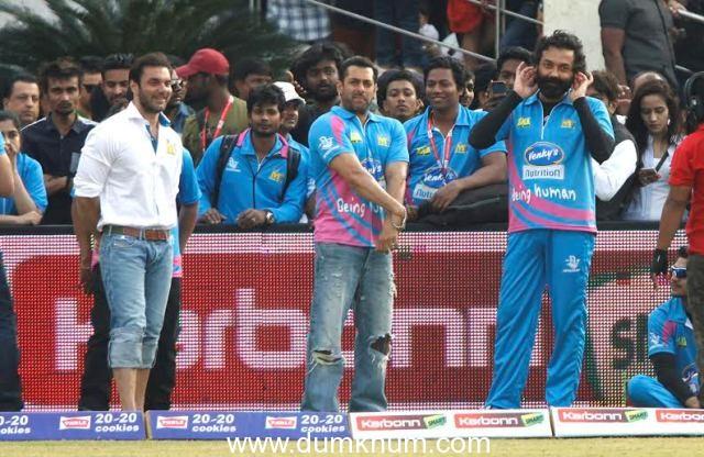 Salman Khan attends Sohail Khan's Mumbai Heroes Match in Ahmedabad