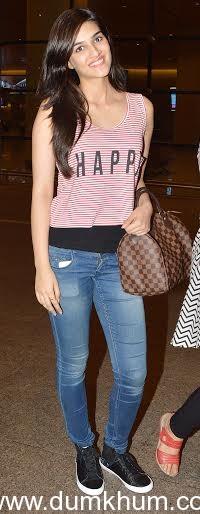 Kriti Sanon expresses her joy via her t-shirt