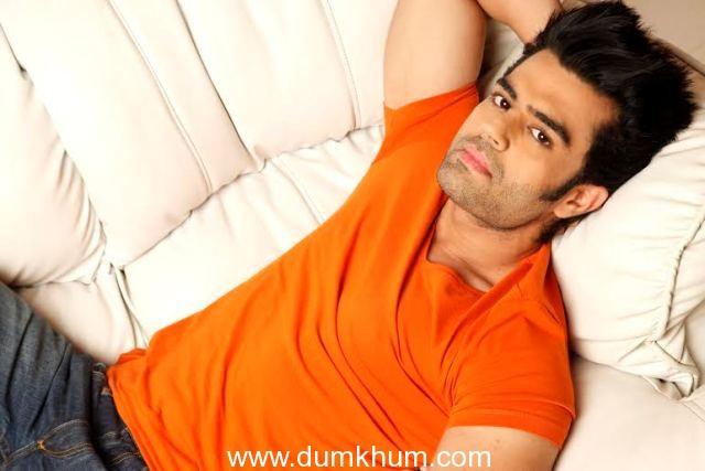 Manish Paul fulfills female fan's wish