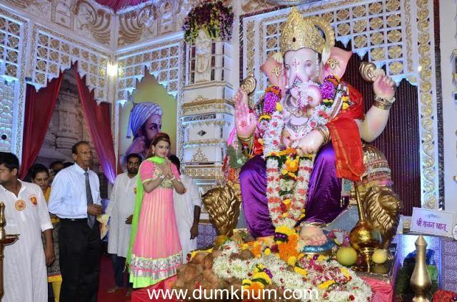 Singer Shruti Solanki performed at Andheri Cha Raja