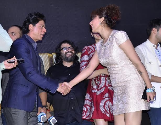 1. Shahrukh Khan with DJ & Actor Shilpi Sharma _