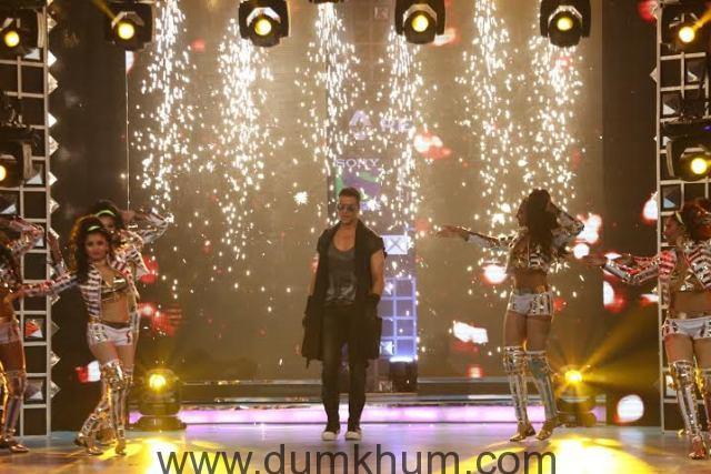 Akshay Kumar performs at Renault Sony Guild Film Awards.