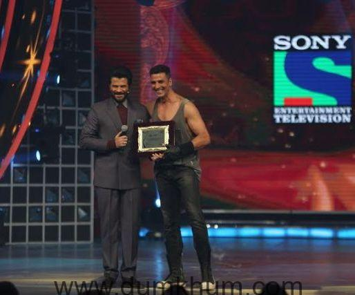 Anil Kapoor presents special tribute to action superstar Akshay Kumar at Renault Sony Guild Film Awards.