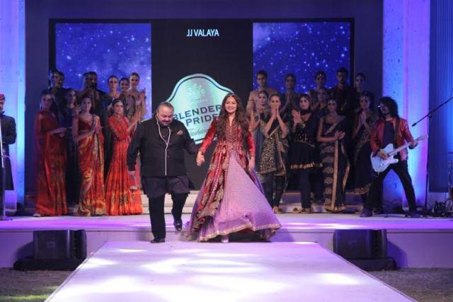 Designer JJ Valaya and Showstopper Sonakshi Sinha at Blenders Pride Fashion Tour in Mumbai-
