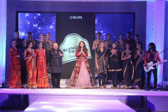 Designer JJ Valaya and Showstopper Sonakshi Sinha at Blenders Pride Fashion Tour in Mumbai..