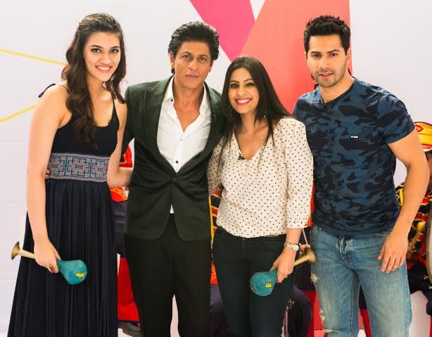 Kriti Sanon, Shah Rukh Khan, Garima Kumar and Varun Dhawan in Yaar Mera Superstar.