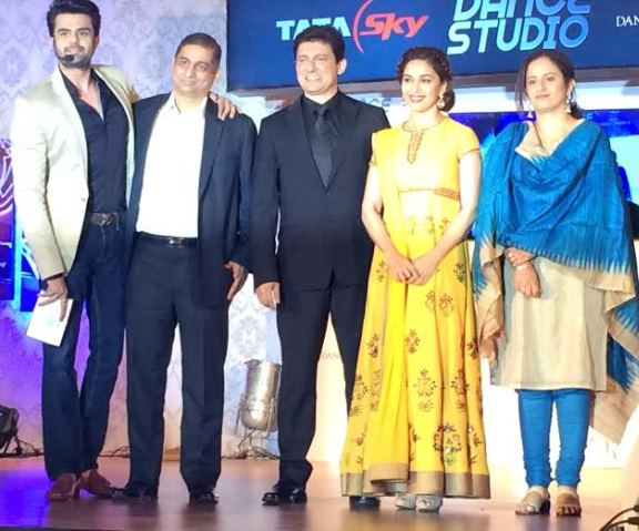 Madhuri Dixit Nene and Pallavi Puri, Chief Commercial Officer, Tata Sky Dr. Nene , Malay dixit, & Manish Paul at the launch of Tata Sky 'Dance Studio'.