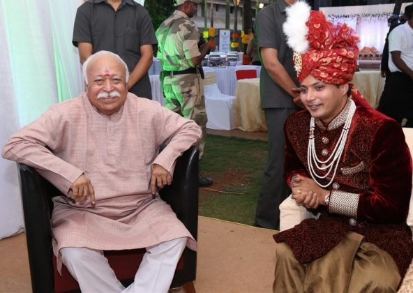 Nandan Jha's wedding reception the other day at Novotel in Mumbai saw RSS chief Mohan Bhagwat making a rare appearnce-1