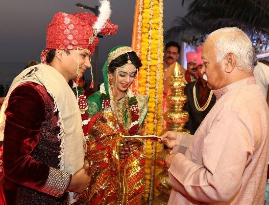 Nandan Jha's wedding reception the other day at Novotel in Mumbai saw RSS chief Mohan Bhagwat making a rare appearnce-3