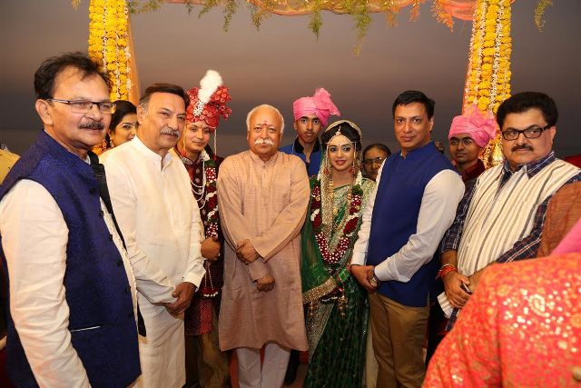 Nandan Jha's wedding reception the other day at Novotel in Mumbai saw RSS chief Mohan Bhagwat making a rare appearnce