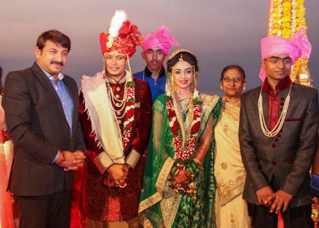 Nandan jha wedding pictures with Manoj Tiwari