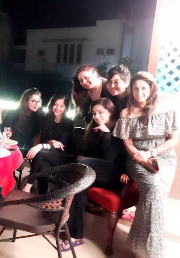 Nidhi Dutta celebrated birthday with Athiya Shetty and the girl gang-