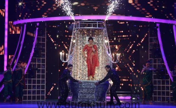 Priyanka Chopra performs at Renault Sony Guild Film Awards