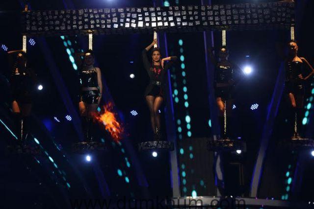 Priyanka Chopra performs at Renault Sony Guild Film Awards3
