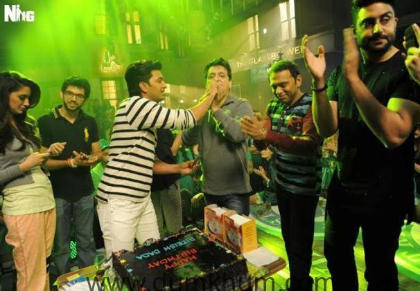 Riteish Deshmukh's birthday celebration on the sets of Housefull 3-
