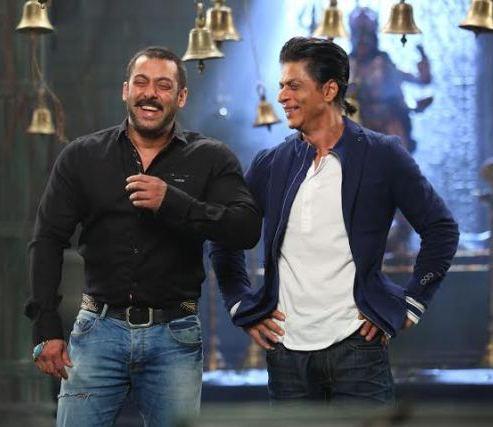 Salman and Shahrukh recreating Karan Arjun moment1-