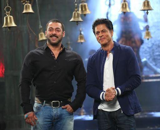 Salman and Shahrukh recreating Karan Arjun moment2