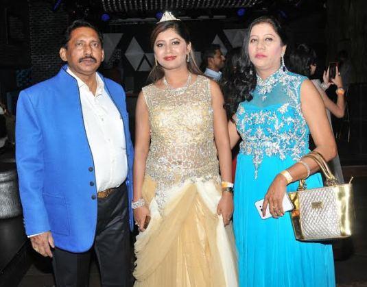 Sejal Mandavia with her Parents